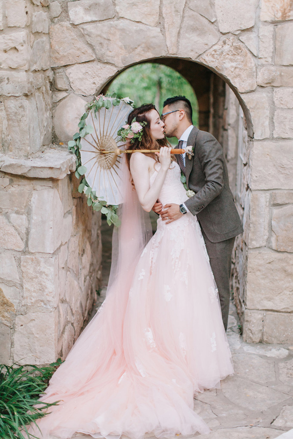romantic-texas-wedding-with-a-pink-wedding-dress-01.jpg
