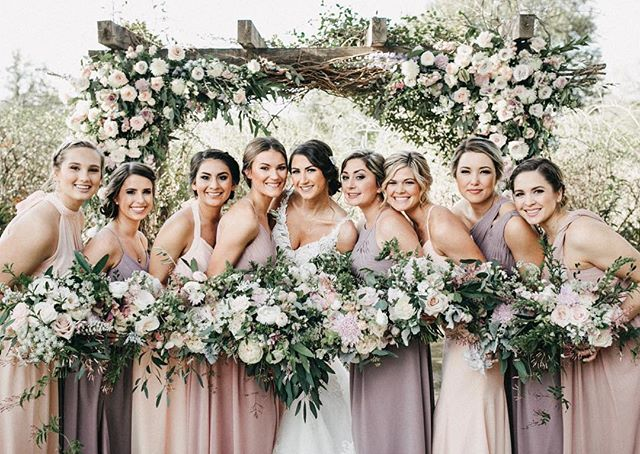 Can't stop, won't stop obsessing over this little gem 💎 Absolutely beautiful photo from @timwatersweddings 💕 #flowers #weddingday #bridesmaids #weddinginspiration #bouquet