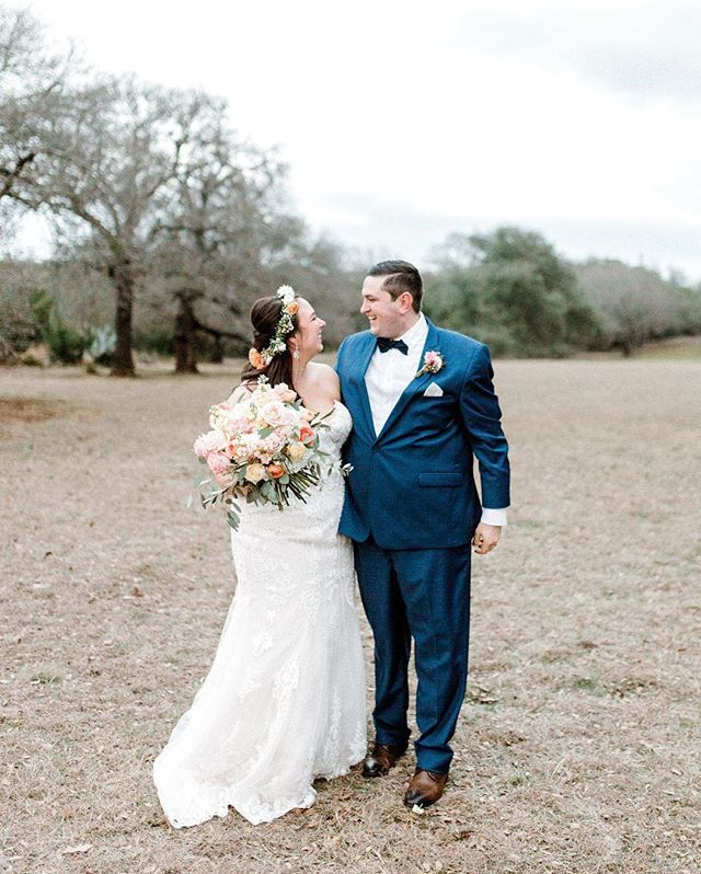 Y'all! These two are looking fabulous! And our girl is positively radiant with her floral crown & peachy bouquet 🍑🌿 #weddingday #florist #weddingflowers #thepetalpushers #vistawestranch #weddingflowers #weddingbouquet