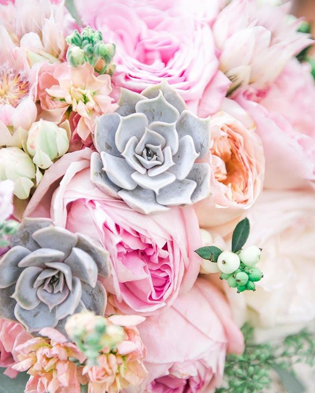 Reminding ourselves on this rainy day that all these April showers bring us some GORGEOUS May flowers 💕☔️🌸 #florist #weddingflowers #blush #prettyinpink #love #blushingbride #bouquet #succulents