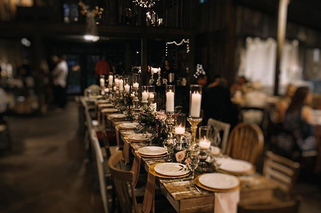 We're suckers for head tables soaked in flowers & candlelight 🌿🍽🕯@timwatersweddings #weddingflowers #centerpieces #flowers #candles #florist #lovely #bridesofaustin #weddingdecor