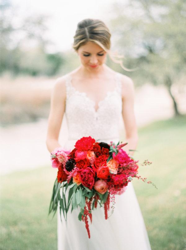 the-creek-haus-wedding-destination-weekend-lodging-austin-texas-petal-pushers-florist-bride-bouquet