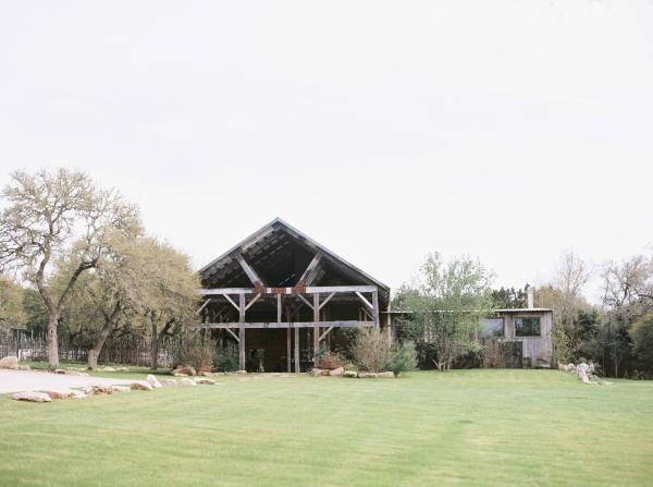 the-creek-haus-wedding-destination-weekend-lodging-austin-texas-petal-pushers-florist-hill-country