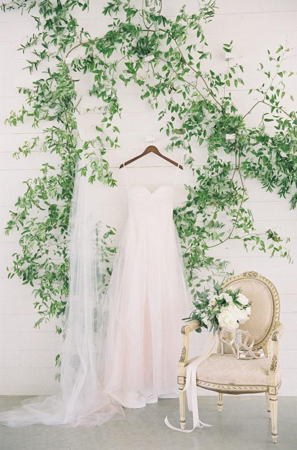 prospect-house-dripping-springs-wedding-florist-petal-pushers-design-flowers-reception-modern