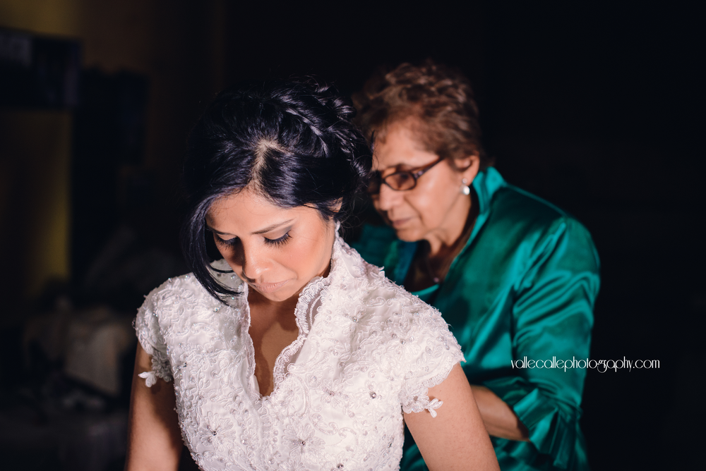 guatemala_wedding_photography_getting_ready_bride.png