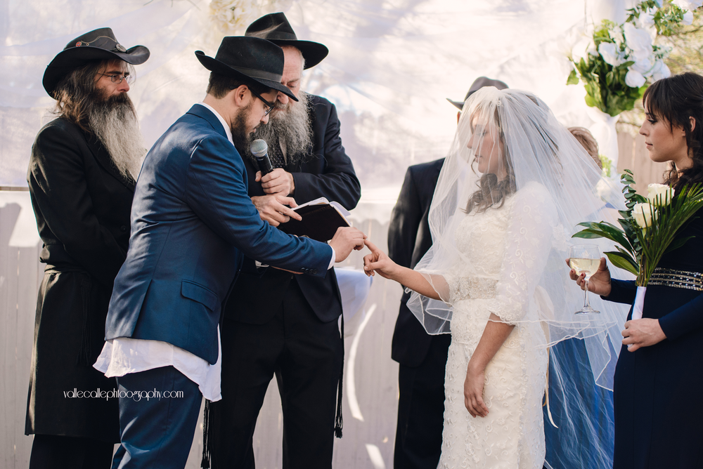 This is the moment where the couple is officially married! Notice that the ring is placed on the bride's index finger instead of the traditional ring finger ♥