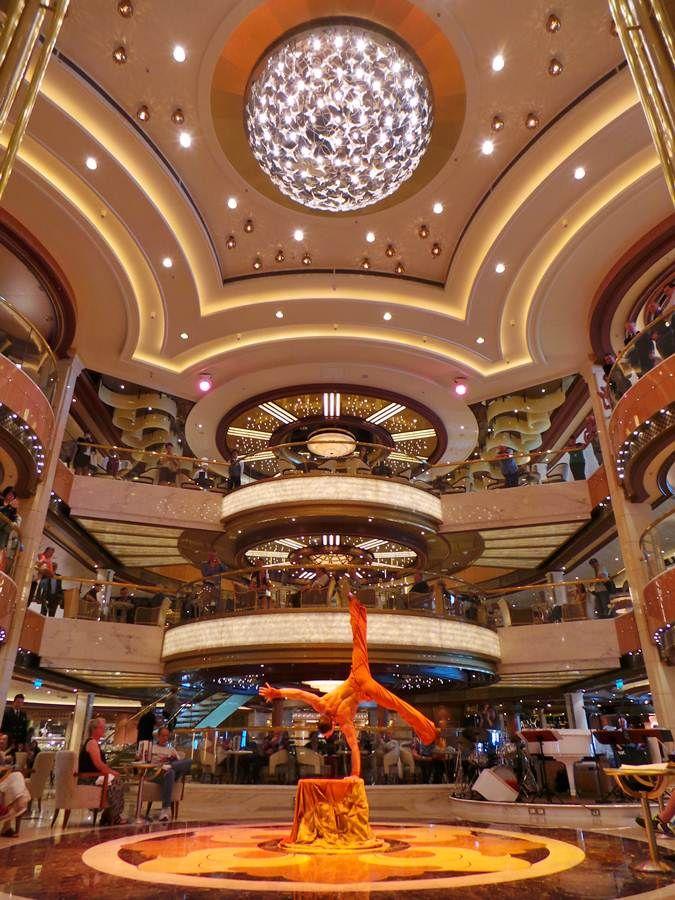 Todos los barcos cuentan con músicas y shows abordo por lo que no tendrás tiempo para aburrirte
