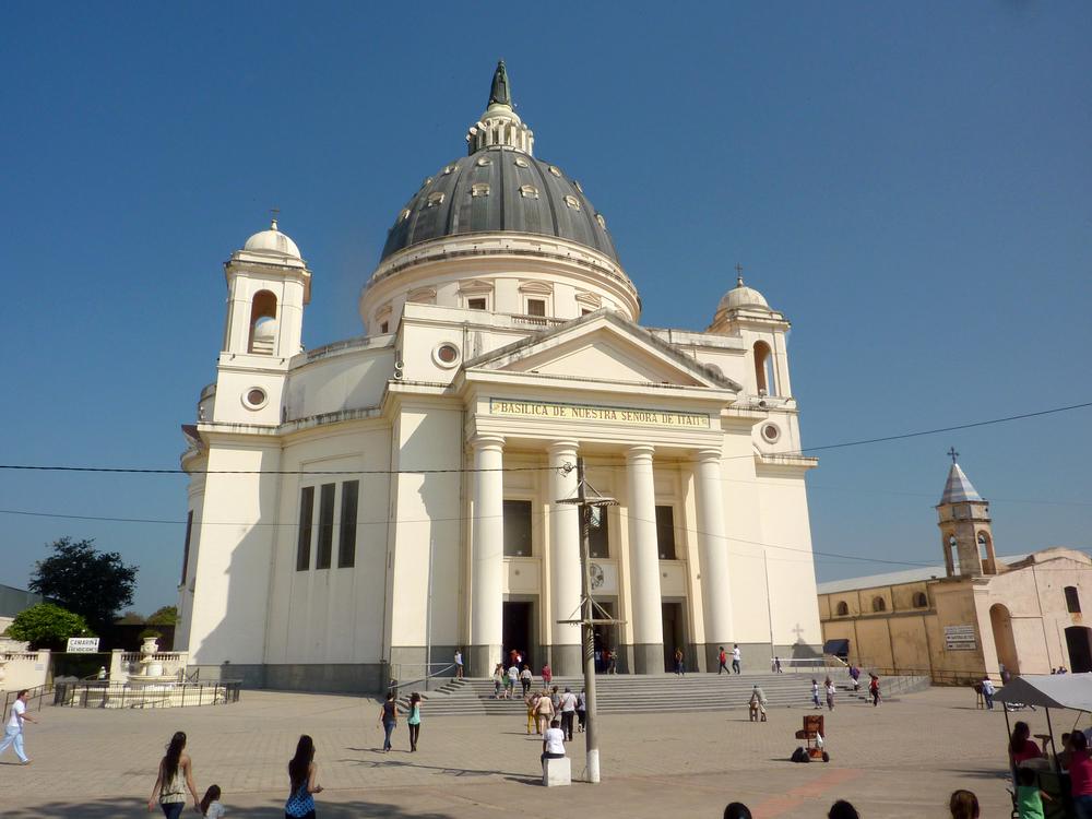 La Basilica de Nuestra Señora de Itati se encuentra a poca distancia de Corrientes