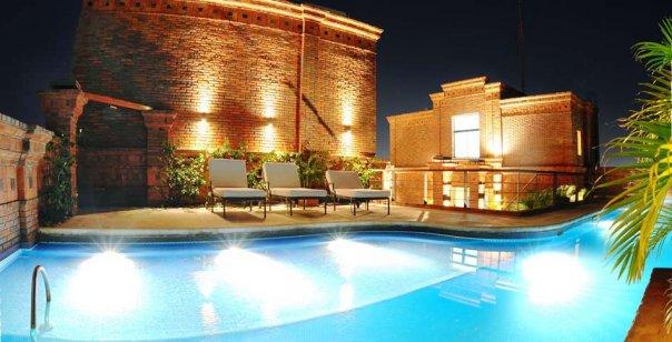 El Roof Garden del hotel permite apreciar una hermosa vista de la ciudad