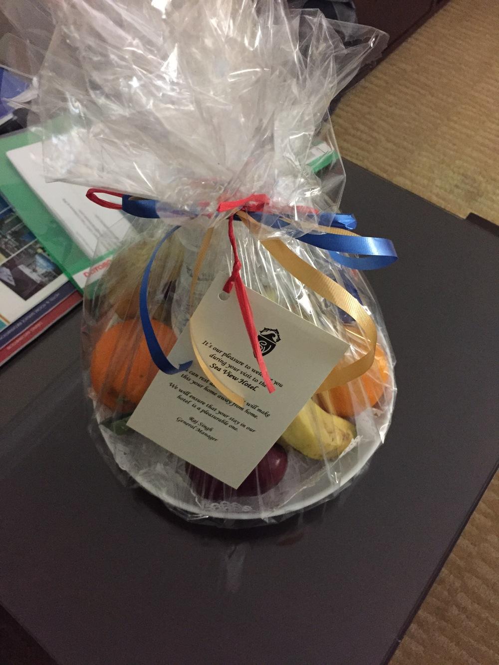 Cesta de frutas como regalo de bienvenida