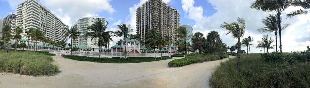 El hotel visto desde la playa