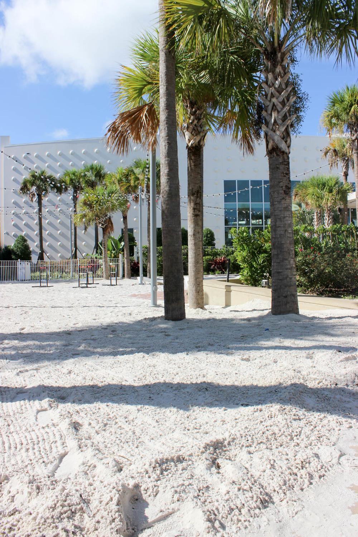 ¿Cómo puede ser un Beach Resort si no esta sobre el mar? Crearon su propia playa