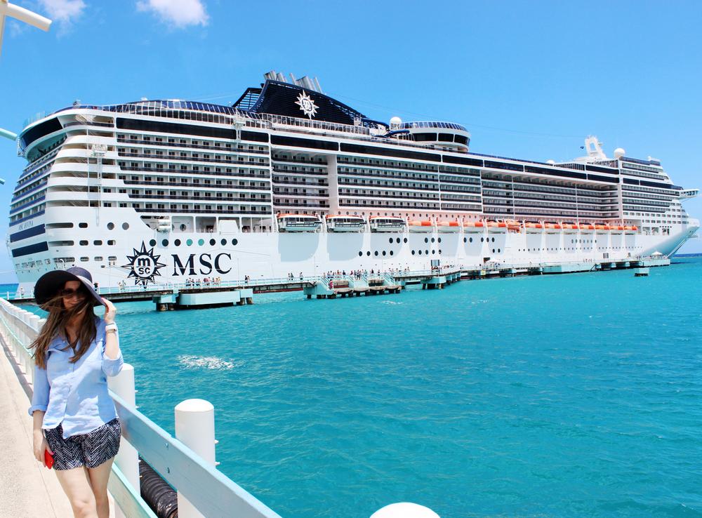 Frente al crucero al llegar a Ocho Rios, Jamaica