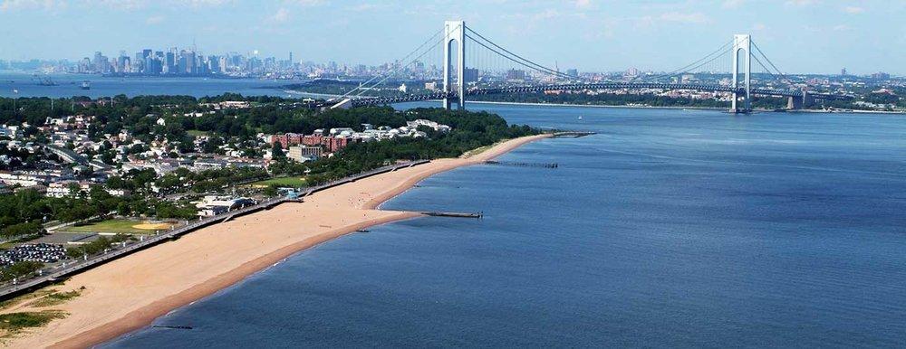South Beach es una de las opciones de playa de Staten Island y no permite olvidarse que está en Nueva York, con vista al Verrazano-Narrows Bridge.