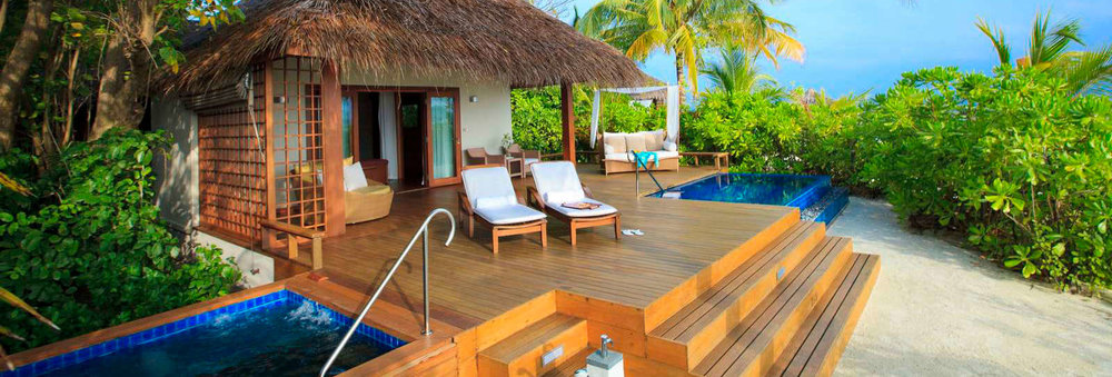 Baros Maldives deck con piscina