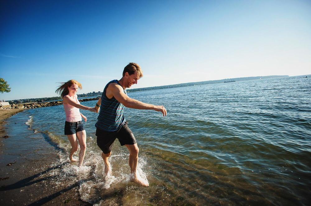 18-vancouver-beach-engagement.jpg