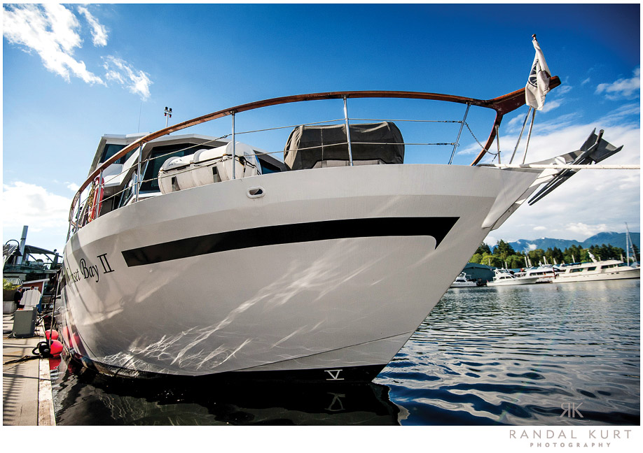 22-vancouver-wedding-yacht.jpg