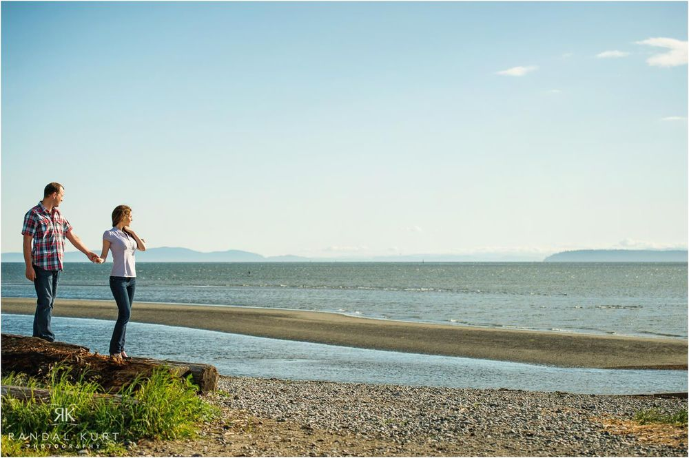 01-crescent-beach-engagement.jpg