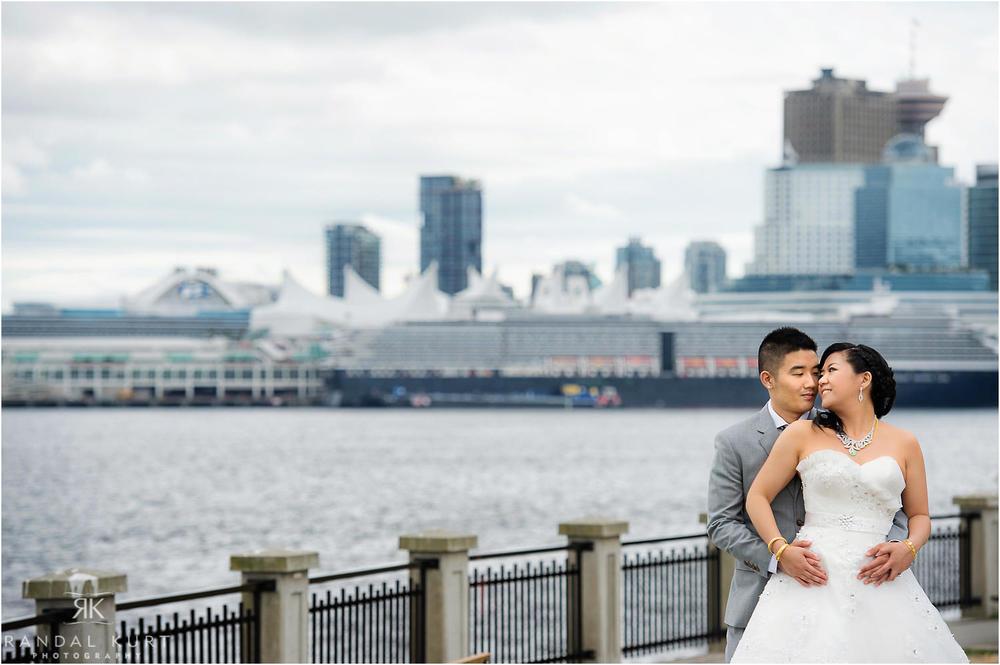 09-vancouver-aquarium-wedding-photography.jpg