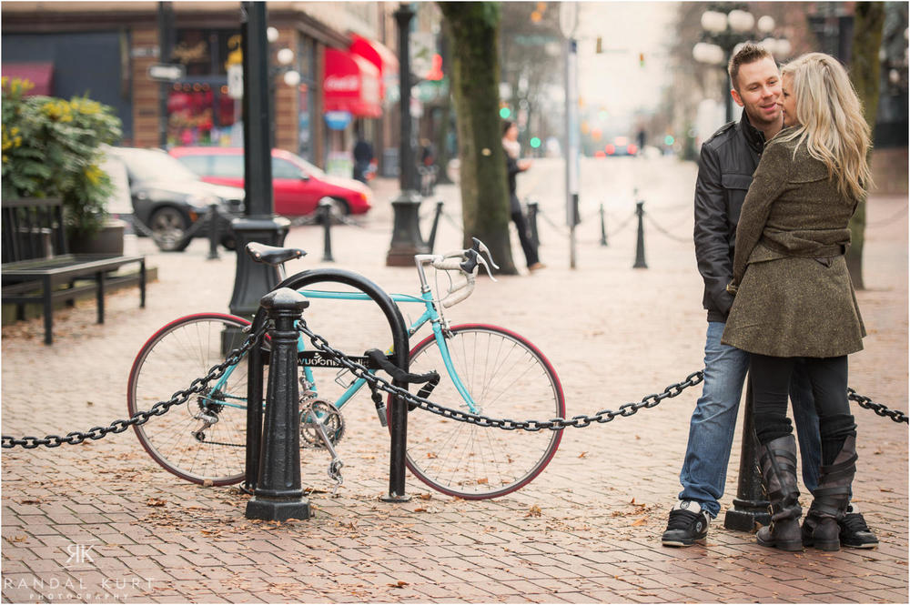 07-gastown-engagement-session.jpg