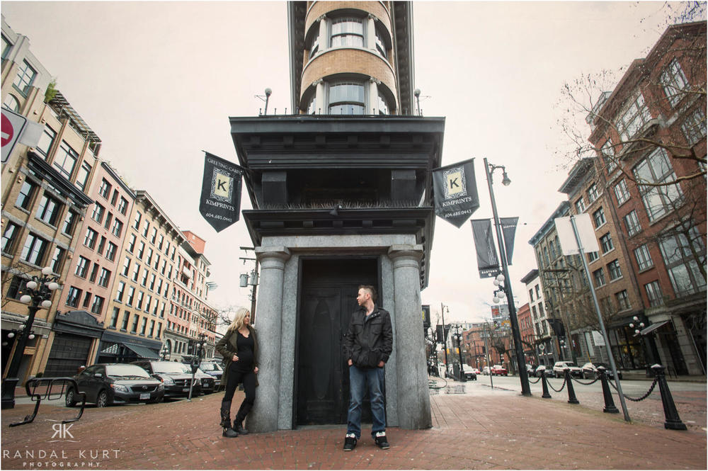 20-gastown-engagement-session.jpg