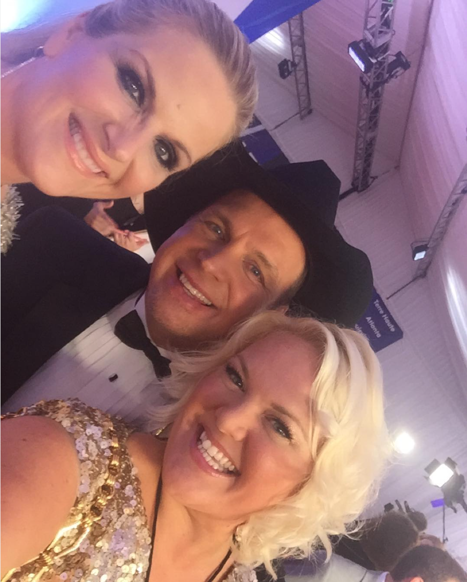 NOVEMBER 2015 - COVERING THE CMA AWARDS FOR US WEEKLY