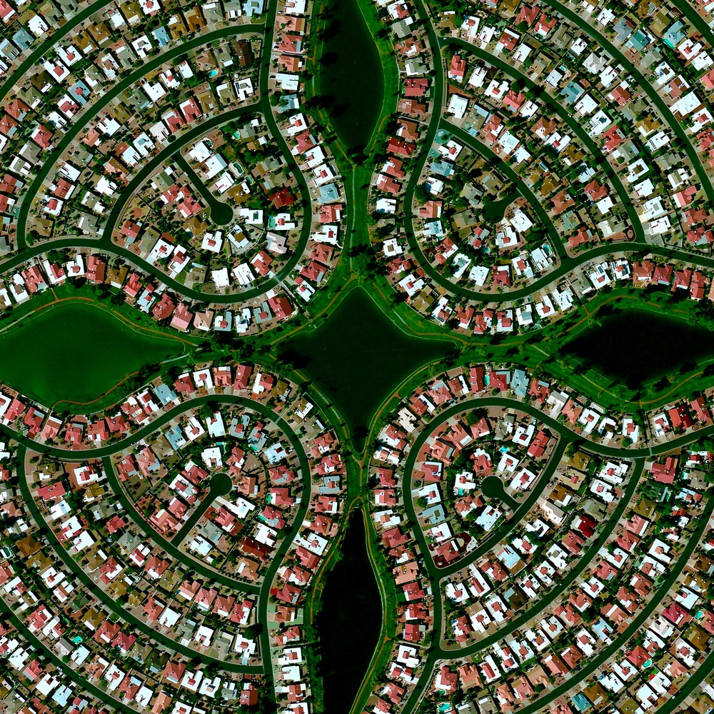 8/10/2015   Sun Lakes   Sun Lakes, Arizona  33.209006502°, -111.867132413°     Sun Lakes, Arizona is a planned community with a population of nearly 14,000 residents. According to US census data, only 0.1% of the community's 6,683 households have children under the age of 18 living there.