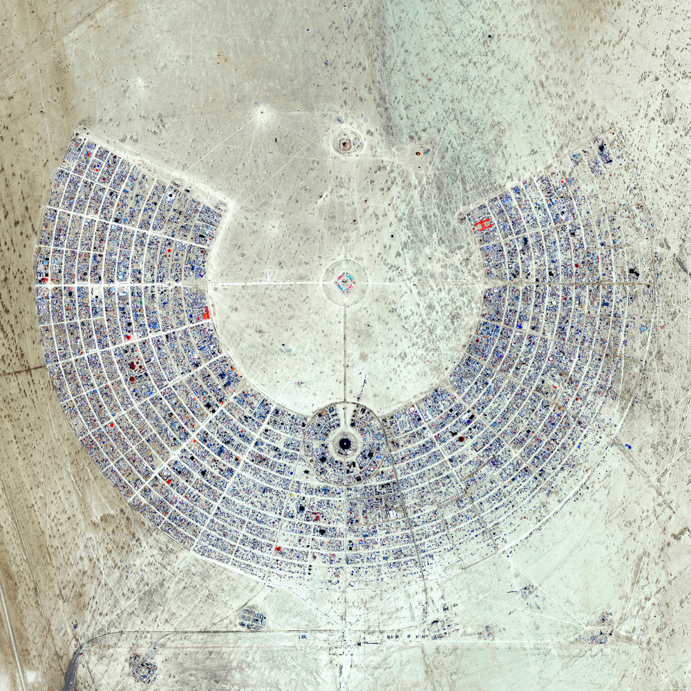 We just passed 200K FOLLOWERS on Instagram and we're doing some PRINT GIVEAWAYS this week to celebrate! To enter the first contest, simply TAG FOUR (4) FRIENDS in the comments of the post. In 72 hours, we'll announce a winner who will receive a print with this amazing Overview of Burning Man! This annual event is held in the Black Rock Desert of Nevada, USA and draws more than 65,000 participants. If you want to learn more about this specific print, click here!