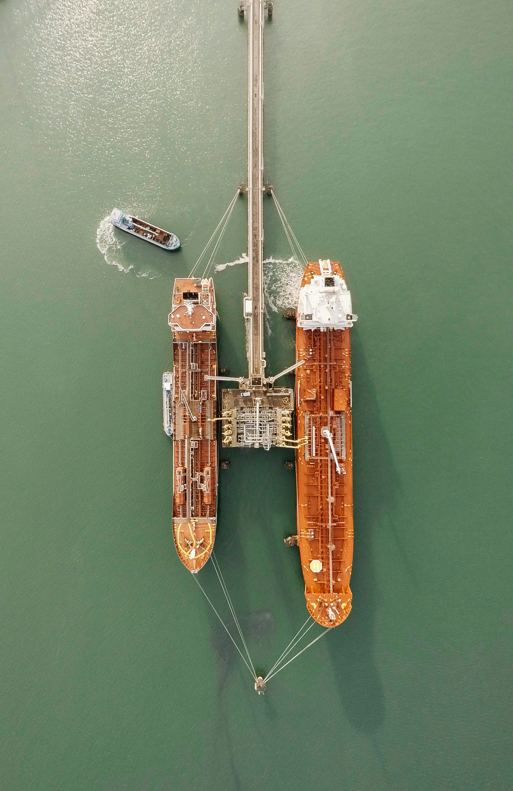 Check out this incredible shot of tankers tied up at the Port of Rotterdam in Holland. From 1962 until 2002, Rotterdam was the world's busiest port, but was overtaken first by Singapore and later by Shanghai. This photo was captured via drone and shared with us by our friend @digitalanthill