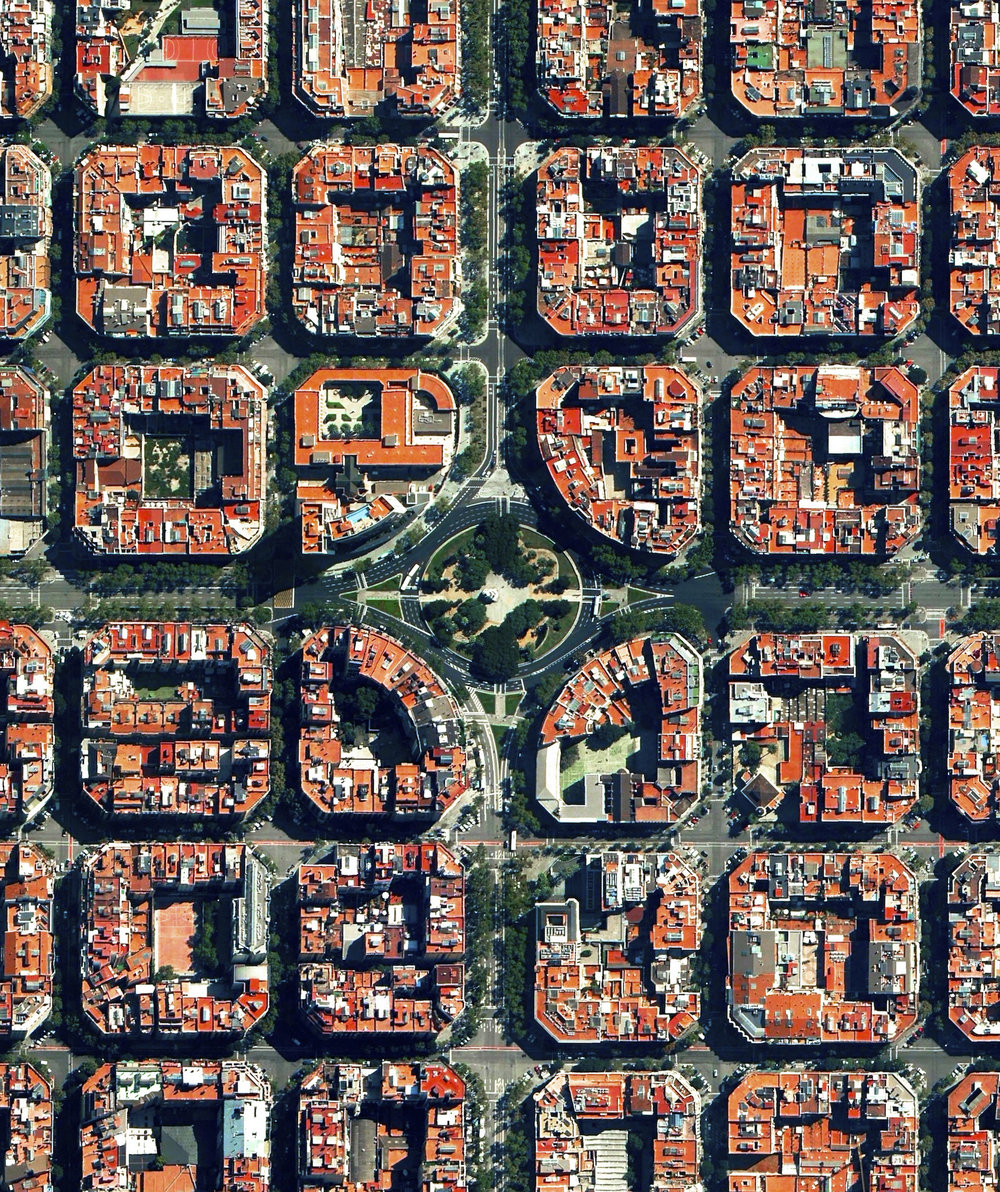10/11/2016 Plaça de Tetuan Eixample District, Barcelona, Spain 41.394921°N 2.175507°E Plaça de Tetuan is a major square located in the Eixample district of Barcelona, Spain. The area characterized by its strict grid pattern, octagonal intersections, and apartments with communal courtyards.