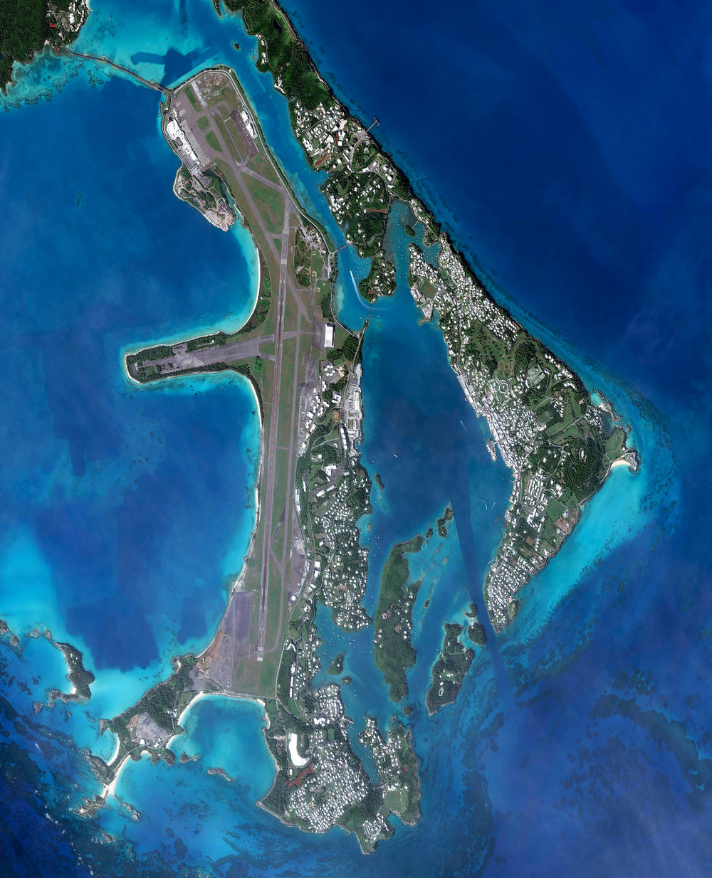 5/1/2017 L.F. Wade International Airport Bermuda 32.368277, -64.685628 L.F. Wade International Airport is the only airport in the British overseas territory of Bermuda. Due to the island's substantial distance from the nearest land mass, the airport only handles jets and long-range turboprops. The facility accommodates roughly one million passengers every year. Source imagery: DigitalGlobe