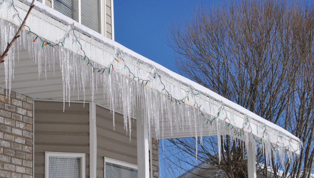 Ice-cycles-front-house.jpg