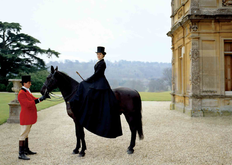 Lady Mary Grantham as the picture of aristocratic glamour. Image via  myluciouslife.com