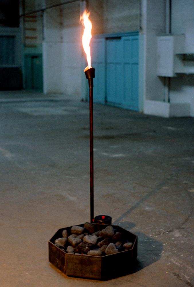 c'est-la-vie-flame-installation-huebner-3.jpg