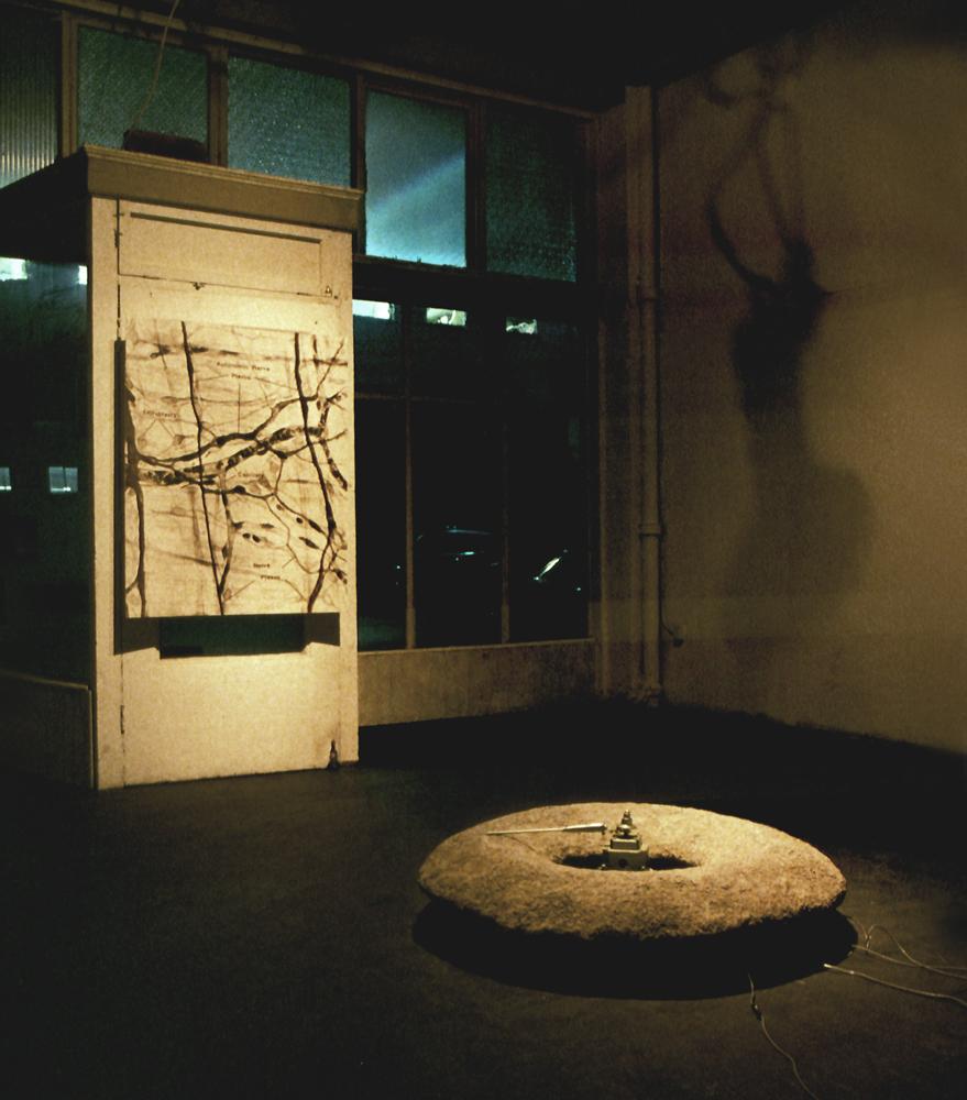 may-circle-be-unbroken-installation-huebner-5.jpg