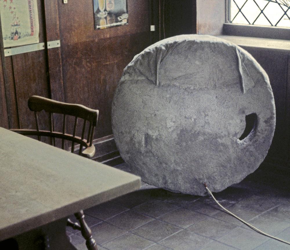 mean-old-world-installation-huebner-2.jpg