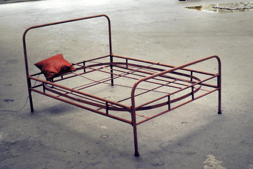 tram-bed-installation-huebner-5.jpg