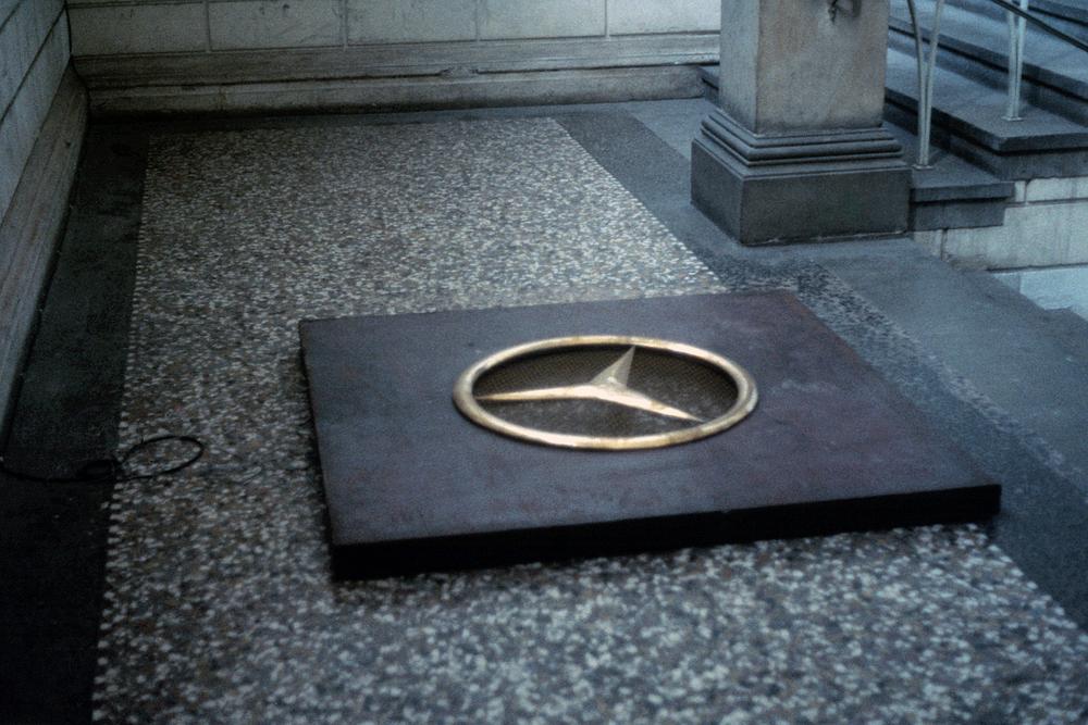 wishing-well-dusseldorf-installation-huebner-2.jpg