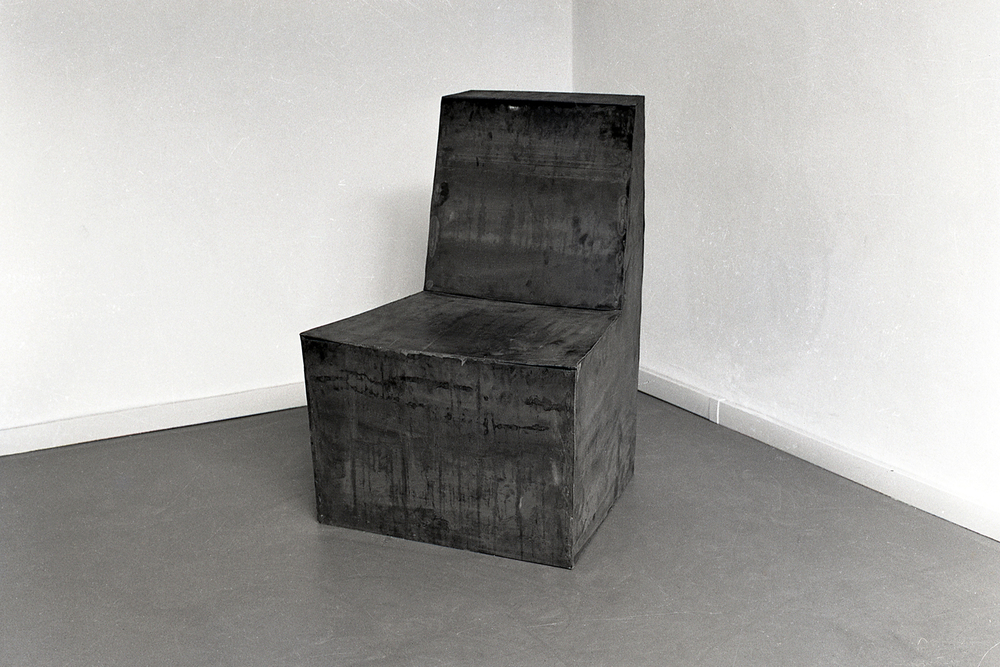 chair-for-uncomfortable-person-huebner-4.jpg