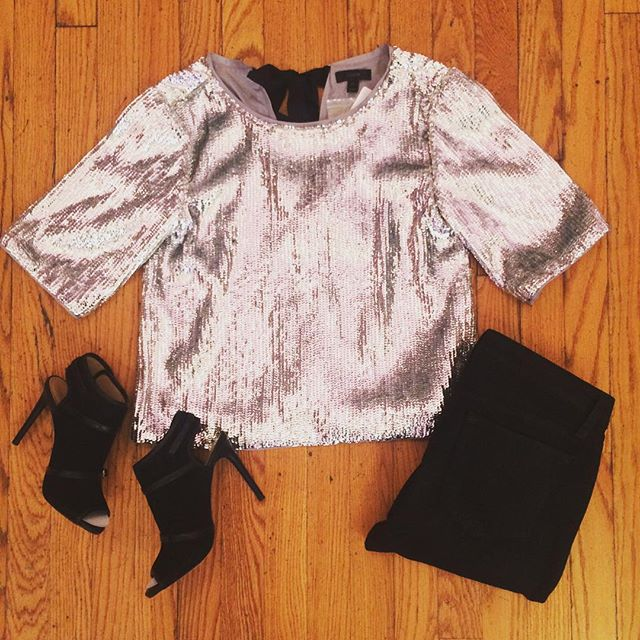 Allow us to add a little sparkle to your Monday ✨ This J. Crew sequin top still has its original tags! We paired it with #Velvet black jeans and Ann Taylor strappy heels for a fun festive look. Only 5 work days til the weekend.... 😜#sparkle #outfitinspiration . . . #dressedinduo #jcrew #resaleshop #shoplocalcville #shopatduo