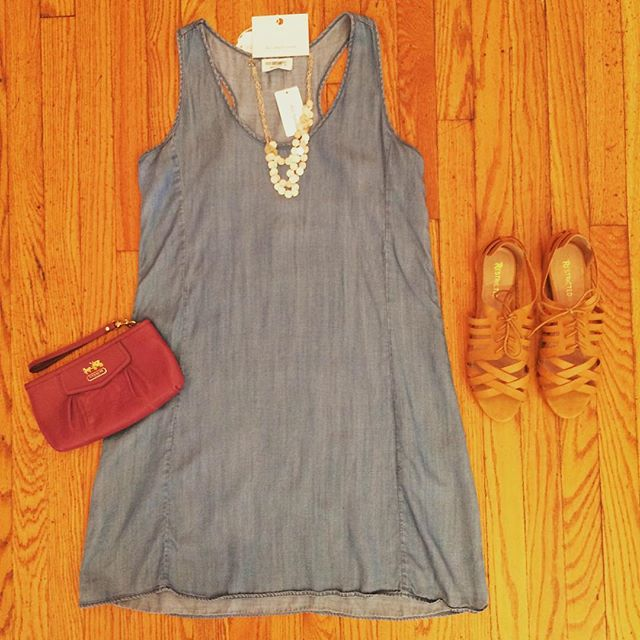 Soak up the fall sun in this Four Dreamers denim dress (size M). We accessorized with a cute Coach wristlet, Ann Taylor disc necklace (brand new!) and Restricted tan sandals (Size 10). ☀️🍂#denimdaze #shopatduo . . . #shoppingaddiction #flatlaystyle #dressedinduo #fourdreamers #denimdress #restrictedshoes #anntaylor #coachbag #resale #consignment #curatedclothing #whatiwore #instashop #closetcleanout #shopmycloset #shoppinghabit #bestboutiques #bestofcville #shoplocalcville #charlottesville #uva #humpday #bossbabes