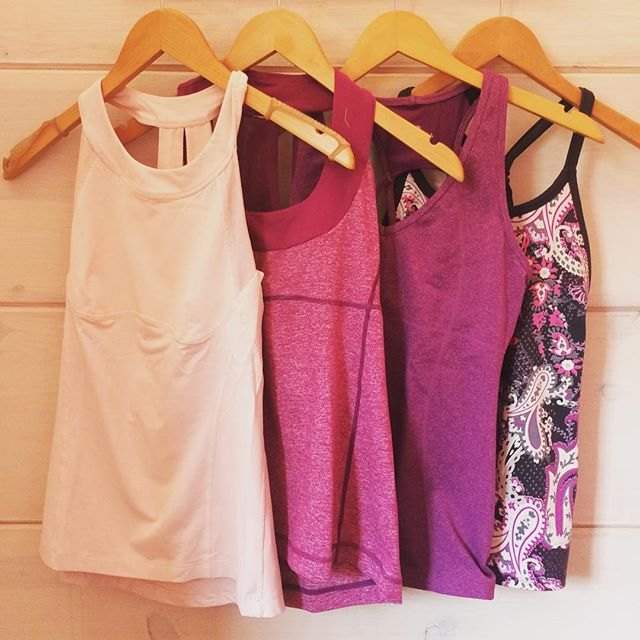 Hey fitness friends! Check out these workout tops that just arrived at Duo! Left two are Lululemon, right two are Athleta. Only one is sized (Small), but we're guessing all are a size small or 4/6. Grab them before they're gone! (P.s, yes, we buy gently-worn fitness apparel!)👟🤸🏼‍♀️🏋🏼‍♀️🚴🏻‍♀️ #fitnessfirst #athleisure @lululemoncville @lululemon @athleta . . . #lululemon #lululemonforsale #athleta #athletaforsale #workoutclothes #yogawear #barreclothes #getfit #runningclothes #fitnessaddict #buywearsellrepeat #fitlifestyle #resale #sellyourclothes #shopatduo #humpday #cvilleva #charlottesville #uva #dressedinduo #duo