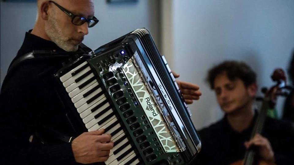 Aldima Accordion Project - GIOVEDì 7 FEBBRAIO ORE 21.00from jazz to tangoAlfredo Di Martino, fisarmonica Michele Di Martino, pianoGianfranco Coppola, contrabbassoUn