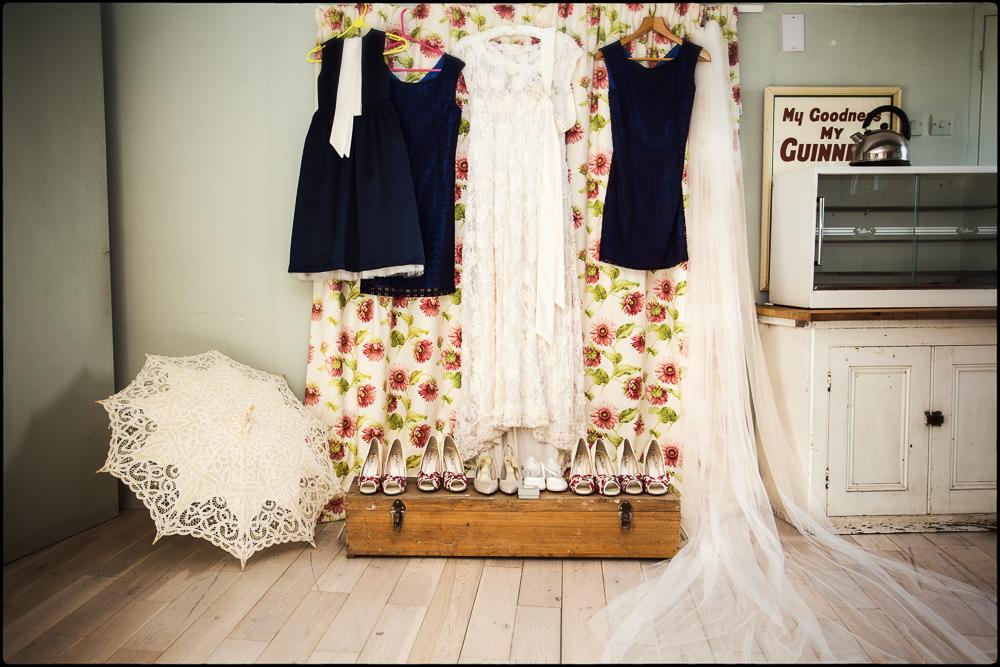 Vicki & Simon. Cold Harbour Barn, Oxfordshire wedding photography