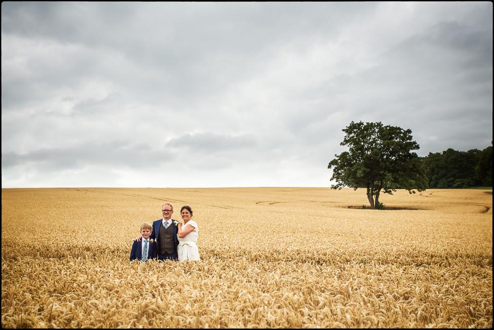 Vicki & Simon. Cold Harbour Barn, oxfordshire wedding photographer