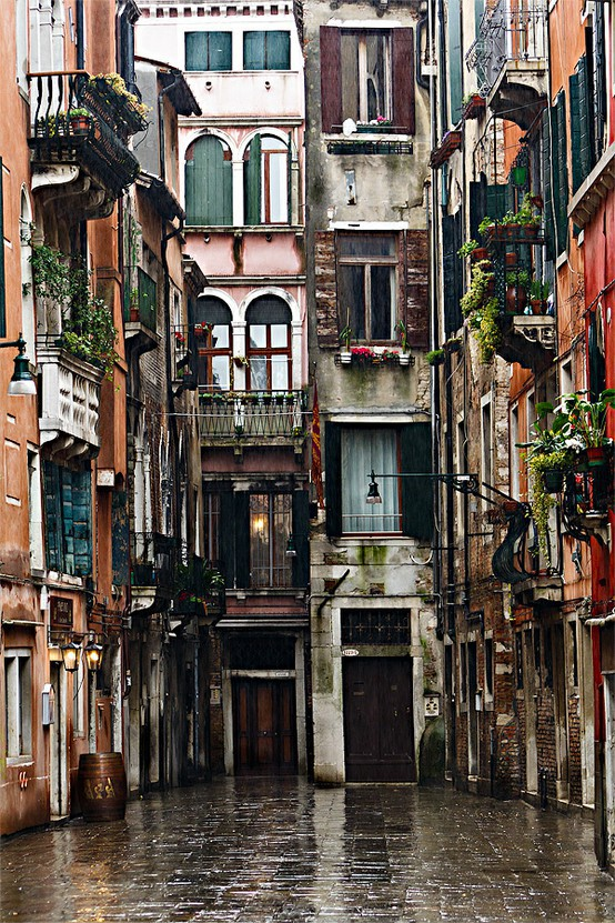 infinitive-space :     Venice, Italy.
