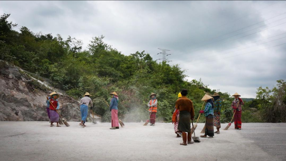 Women working on the China-Myanmar corridor in northern Shan State. July, 2018