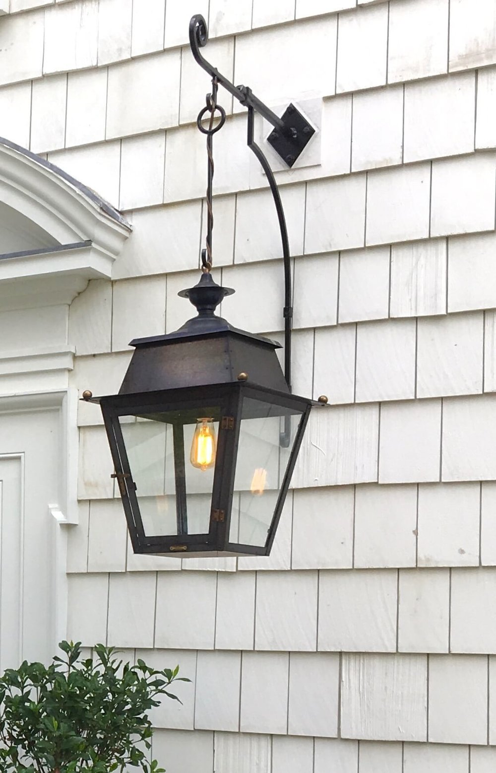 6 OYSTER BAY HOUSE EXT LANTERN HANGING WEBSITE 2018.jpg