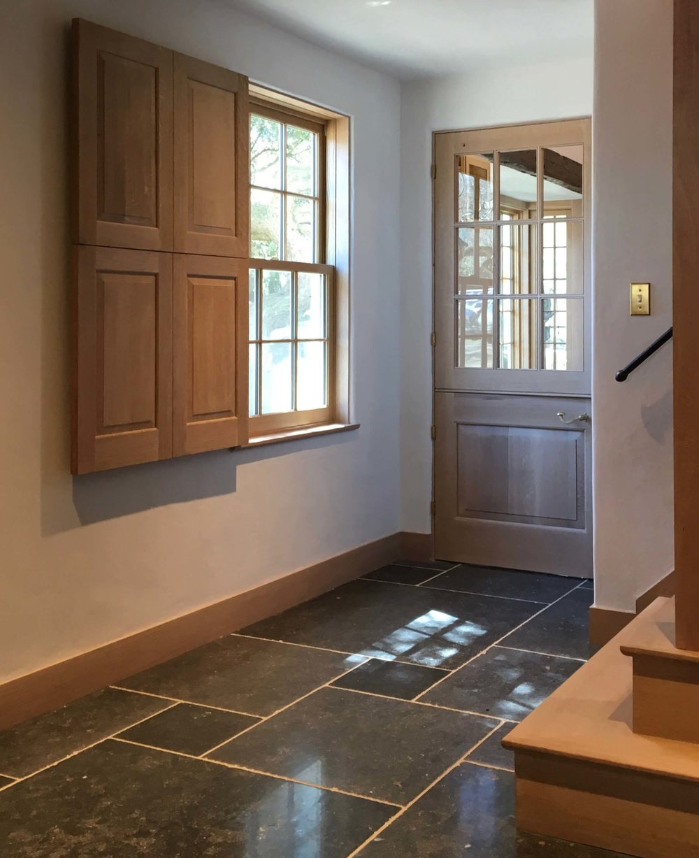 10 OYSTER BAY HOUSE INT PHOTO REAR ENTRY FLOOR WEBSITE 2018.jpg