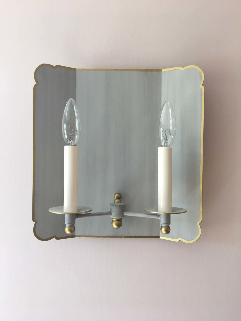 19 OYSTER BAY HOUSE INT PHOTO HER BATH SCONCE WEBSITE 2018.jpg